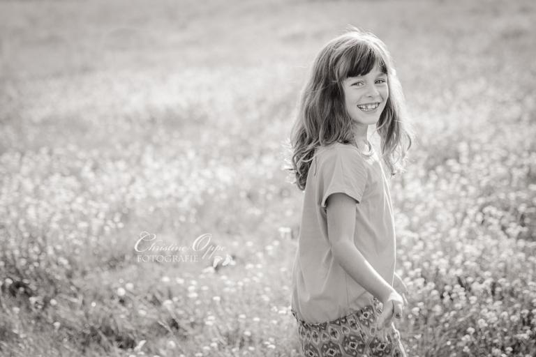 Lebendige, emotionale Kinderfotos, outdoor, im Sommer, im Park