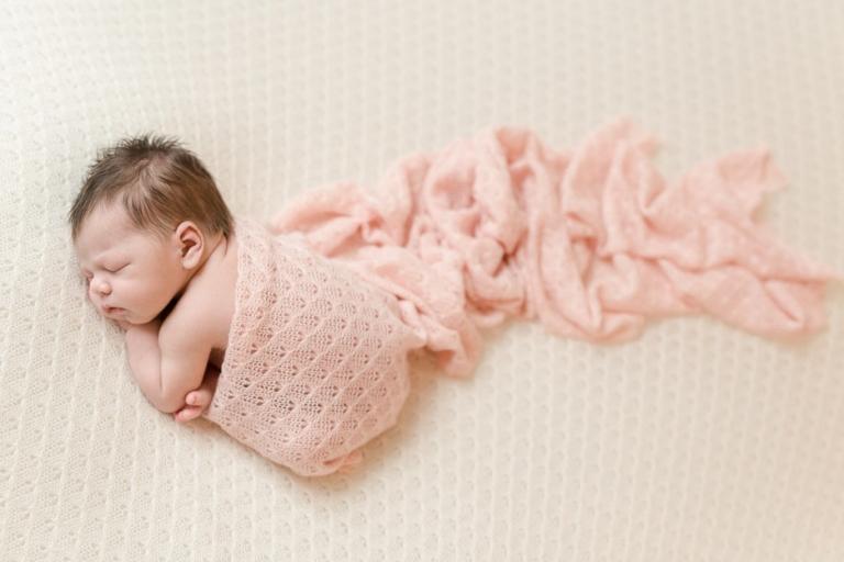 Besondere Babyfotos / Neugeborenenfotos von Baby Lina aus Berlinvon Babyfotograf Christine Oppe