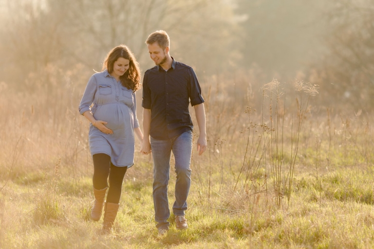 Outdoor Schwangerschaftsfotos im Park im Grünen in Potsdam und Berlin, Babybauch, Schwangerschaft, Fotos
