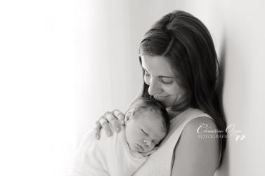 Neugeborener Luis: natürliche, zeitlose Babyfotos von Babyfotografin Christine Oppe für Berlin und Potsdam