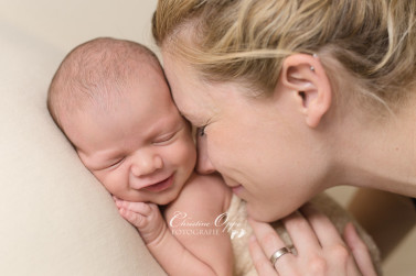Emotionale, berührende Neugeborenenfotos von Baby Linus aus Potsdam