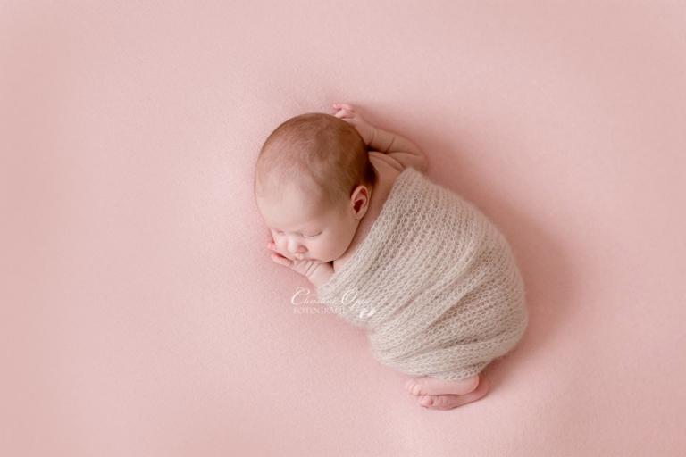 Zarte, natürliche, besondere Babyfotos, Neugeborenenfotos, Fotos von neugeborenen Baby von professioneller Babyfotografin in Berlin und Potsdam