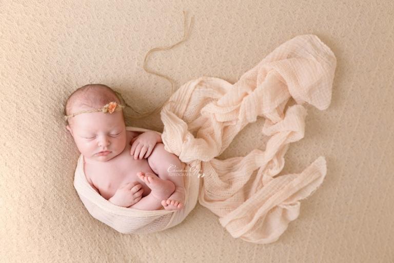 Mailea - besondere Neugeborenenfotografie von Babyfotograf Christine Oppe für Berlin und Potsdam