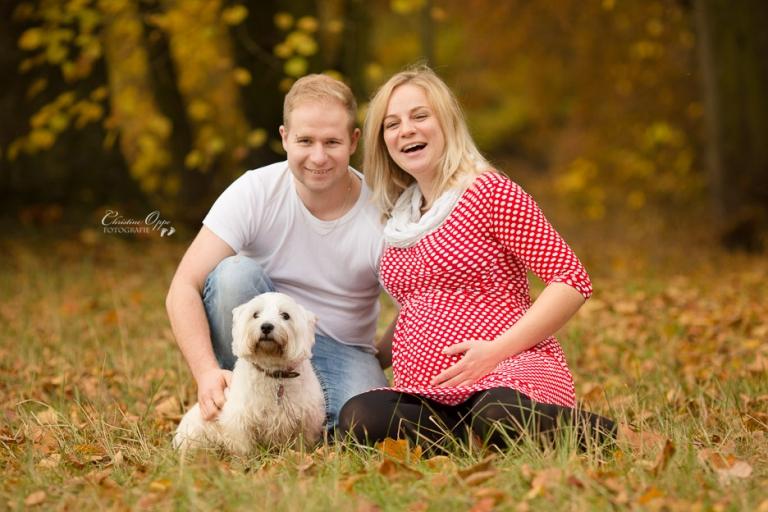 Professionelle Schwangerschaftsfotos, Fotos vom Babybauch outdoor im Herbst