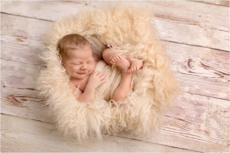 Zarte, natürliche Babyfotos und Neugeborenenfotografie für Babys und Familien aus Berlin, Potsdam und Brandenburg im gemütlichen Fotostudio. Von professioneller Fotografin und Babyfotografin.